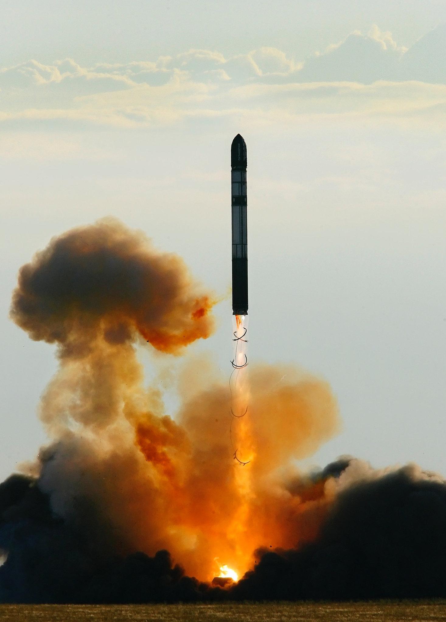 Il lancio del missile balistico intercontinentale RS-20 Voyevoda (SS-18 Satan)