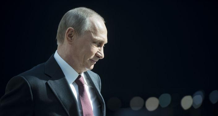 Vladimir Putin al termine della linea diretta del 17 aprile.