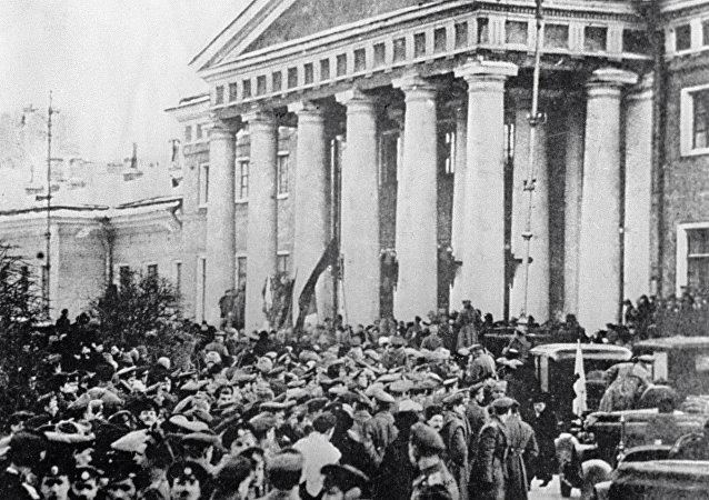 Una manifestazione durante la rivoluzione di febbraio del 1917.