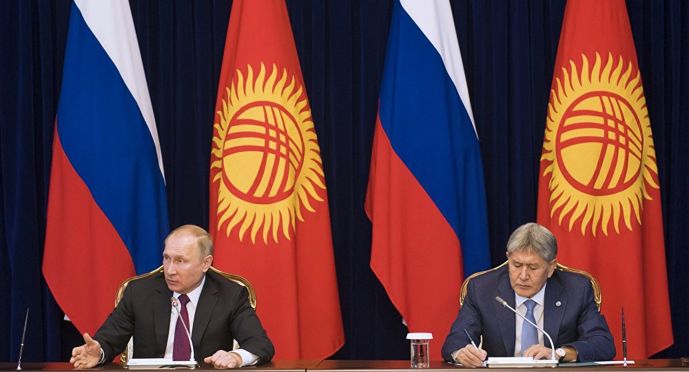 Il presidente russo Vladimir Putin e suo omologo kirghizo Almazbek Atambayev