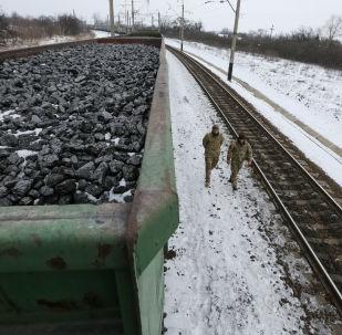 Treni che trasportano carbone fermi per il blocco dei nazionalisti ucraini