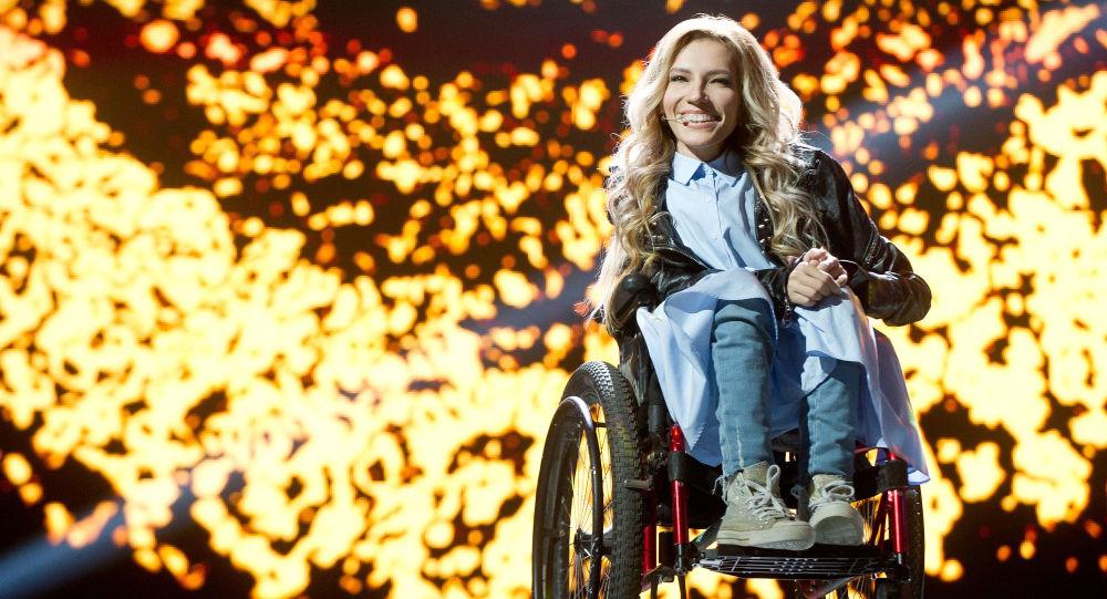 Cantante russa Julia Samoilova esclusa da Eurovision da autorità ucraine col placet dell'UER