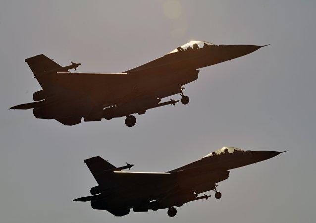 Caccia F-16 (foto d'archivio)