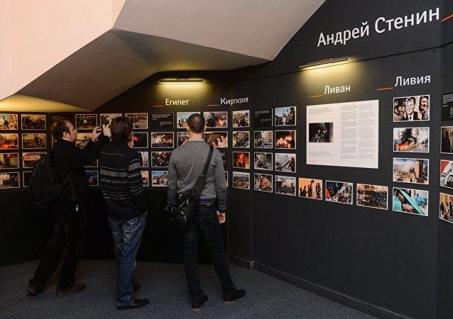 Mostra delle foto fatte da Andrei Stenin presso l'agenzia di stampa internazionale Rossiya Segodnya
