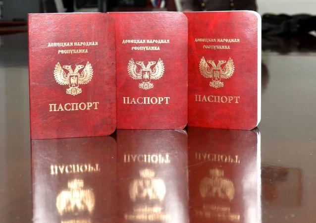 Donbass: passaporti delle autoproclamate Repubbliche Popolari di Donetsk e Lugansk