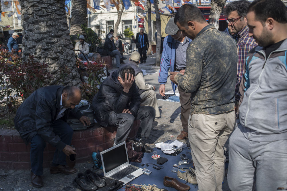 Profughi siriani nella provincia turca di Smirne.