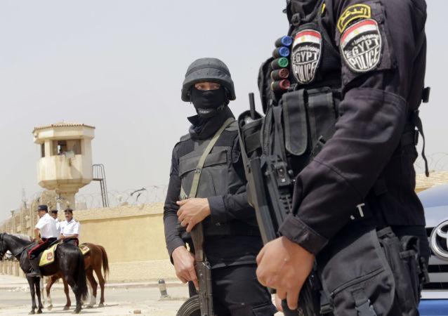 Poliziotti egiziani (foto d'archivio)