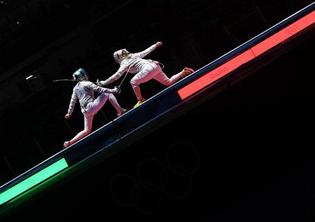 Un combattimento di scherma alle Olimpiadi di Rio
