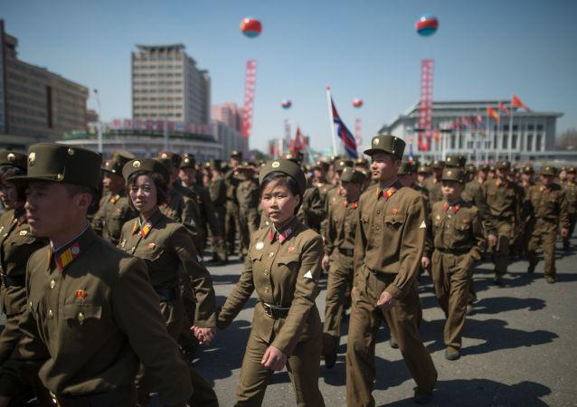 I soldati dell'Esercito Popolare di Corea a Pyongyang, Corea del Nord.