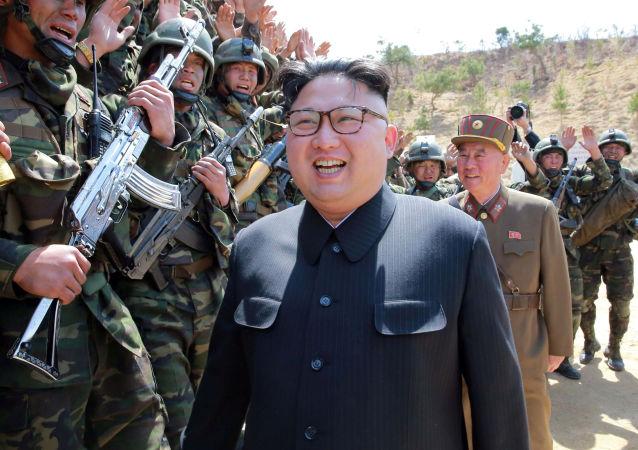 Kim Jong-un in visita tra i soldati dell'Esercito Popolare di Corea
