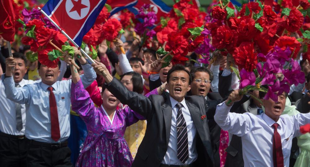 Partecipanti alla parata militare a Pyongyang, Corea del Nord.