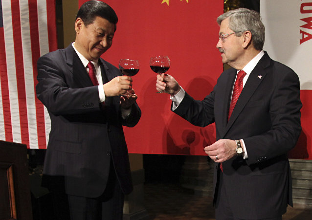 Xi Jinping e Terry Branstad (foto d'archivio)