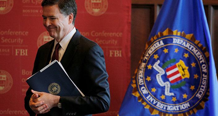 Il direttore dell'FBI James Comey