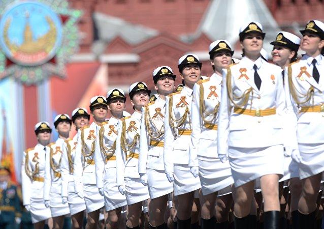 Donne soldato alla parata del 9 maggio