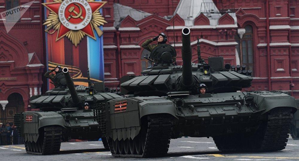 I nuovi carri armati T-72B3 alla parata militare del 9 maggio a Mosca