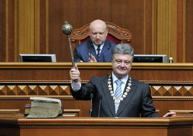 Petr Poroshenko in Parlamento durante l'insediamento