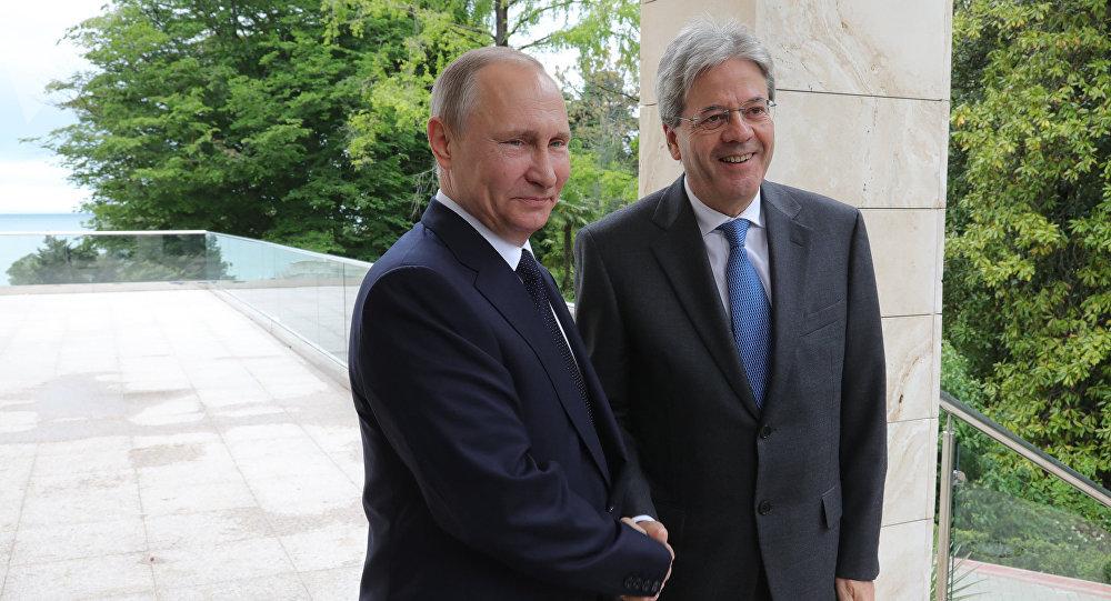 Presidente russo Vladimir Putin e premier italiano Paolo Gentiloni a Sochi.