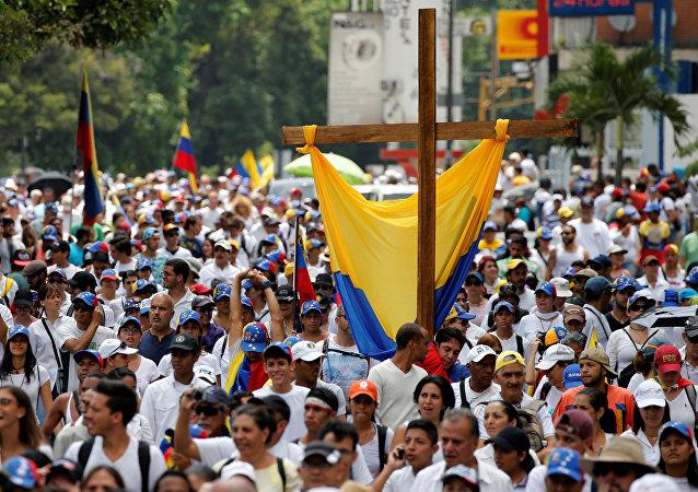Manifestazione per commemorare le vittime delle violenze tenutesi durante proteste contro il presidente venezuelano Nicolas Maduro