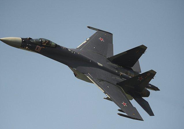 Caccia russo Su-35 (foto d'archivio)