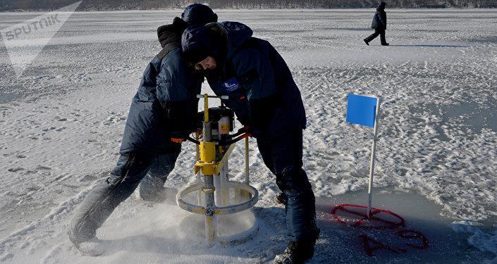 Esercitazioni pratiche degli studenti del centro studi sul clima dell'Università di Vladivostok