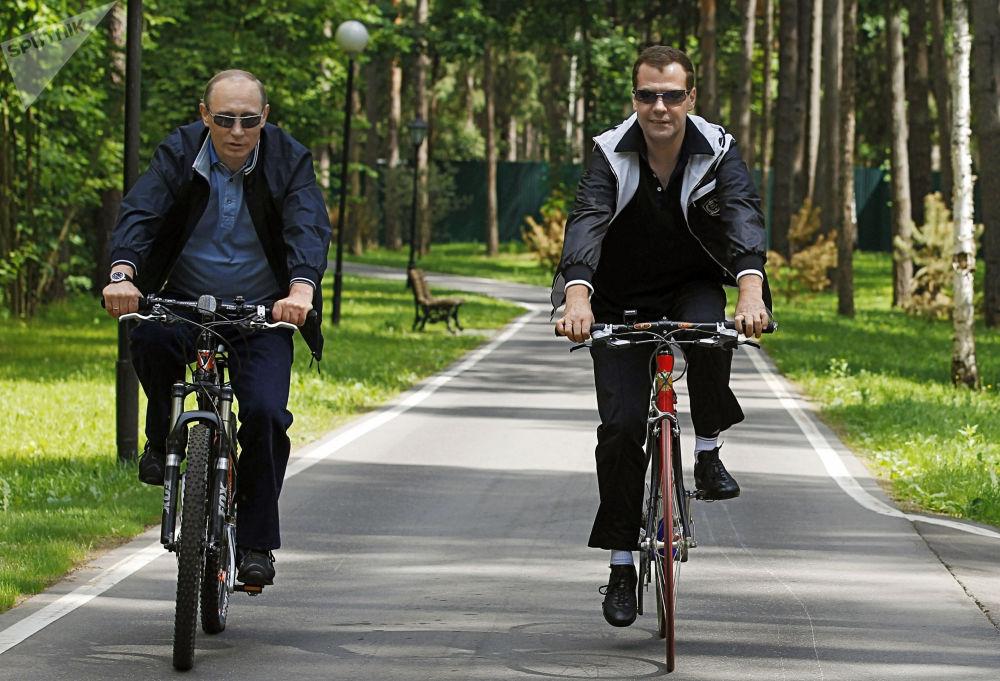 Un incontro informale tra il premier russo Dmitry Medvedev e il presidente Vladimir Putin.