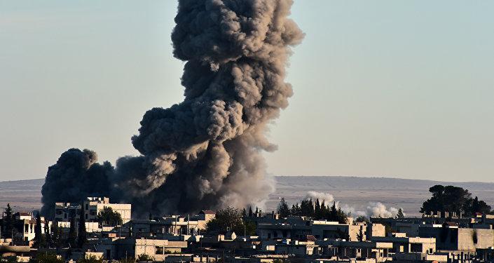Attacco aereo della coalizione in Siria (foto d'archivio)