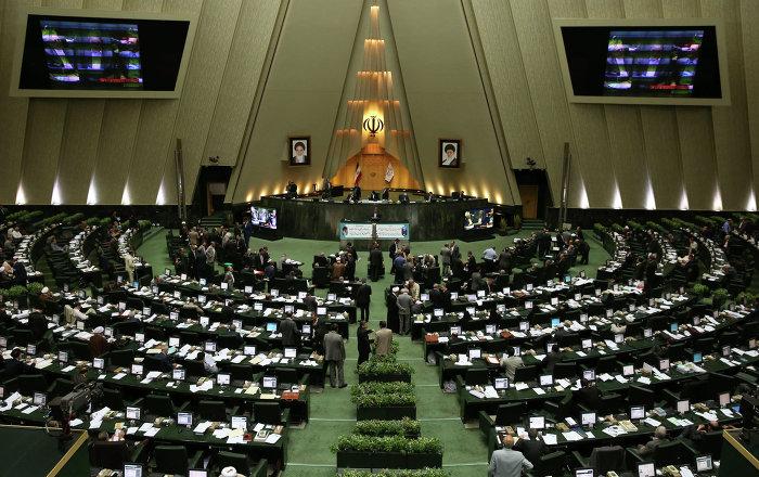 Iran spari all interno parlamento ci sarebbero sette for Parlamento in diretta