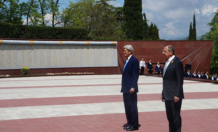 John Kerry e Sergej Lavrov a Sochi