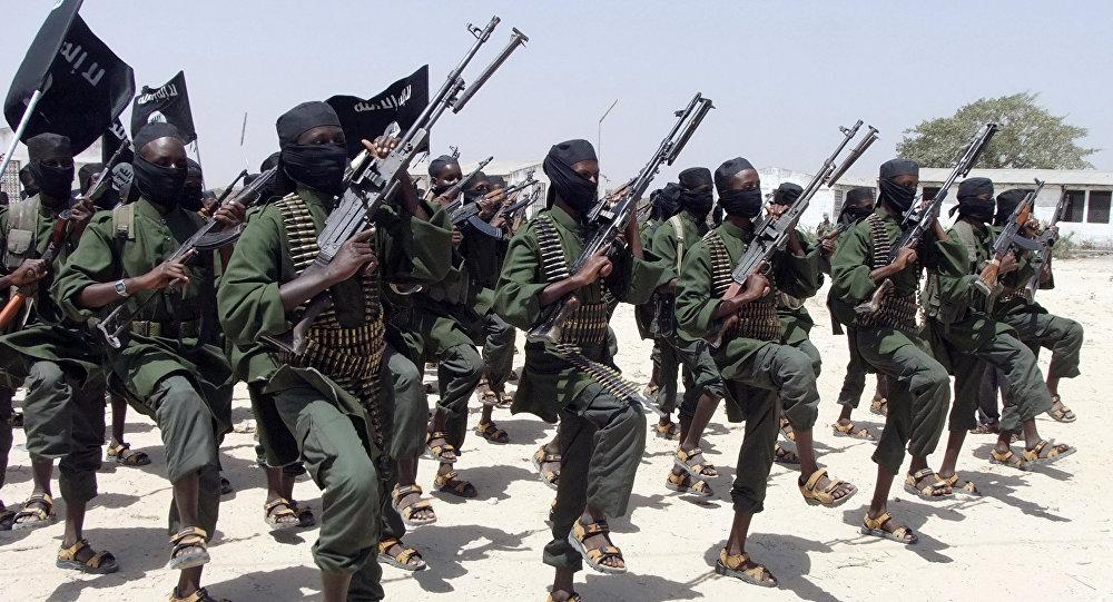 Combattenti del movimento fondamentalista islamico al-Shabab in Somalia (foto d'archivio)