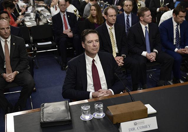 Ex direttore dell'FBI James Comey durante audizione al Senato sul Russiagate