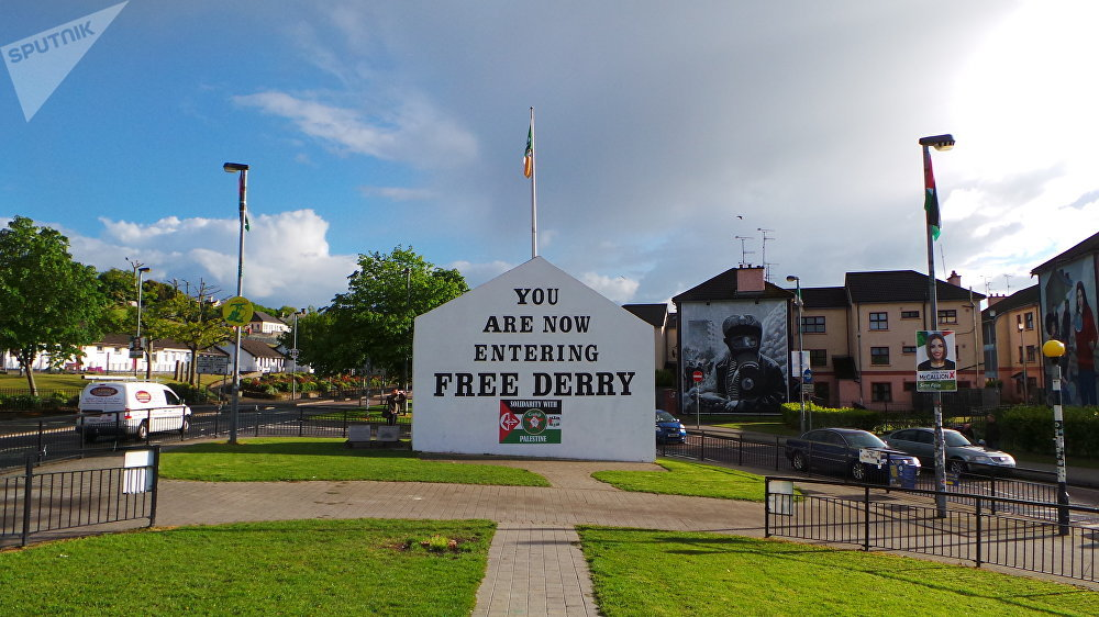 'You Are Now Entering Free Derry', lapide