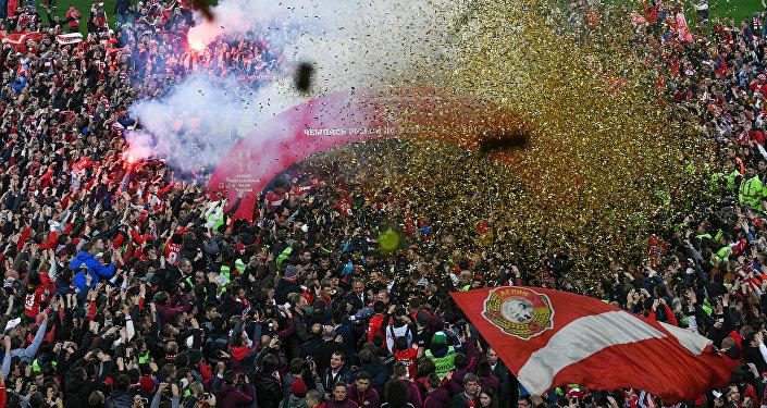 La premiazione dello Spartak Mosca sul terreno dell' Arena Otkrytie
