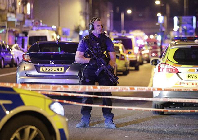Un poliziotto a Finsbury Park, Londra.