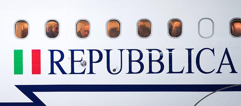 L'aereo del presidente italiano Sergio Mattarella all'aeroporto Vnukovo-2 a Mosca