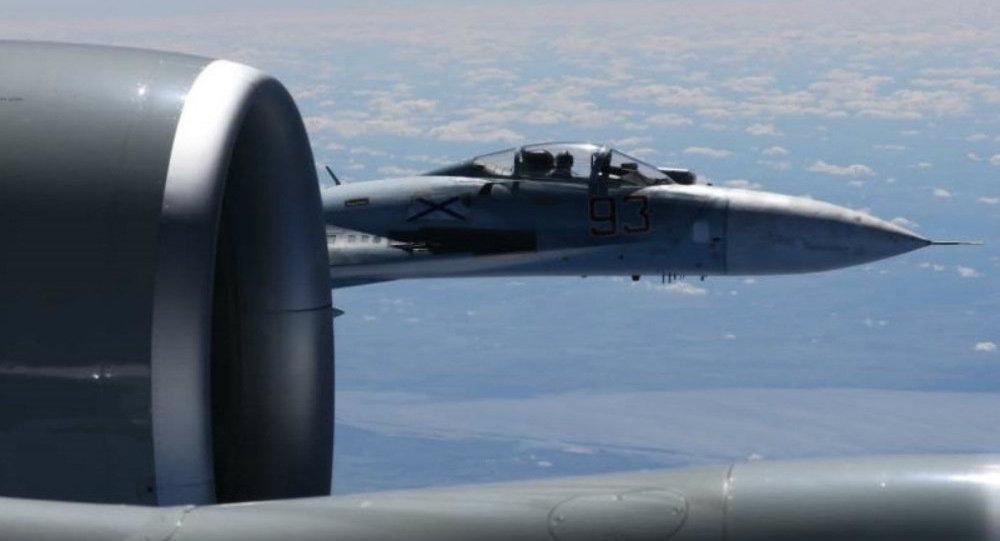 Aereo spia americano RC-135U intercettato da caccia russo Su-27 nel Baltico (19 giugno 2017)