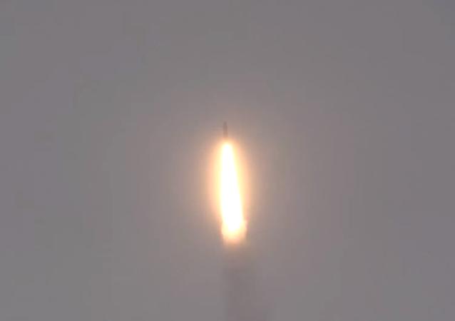 Il lancio del missile balistico R-30 Bulava