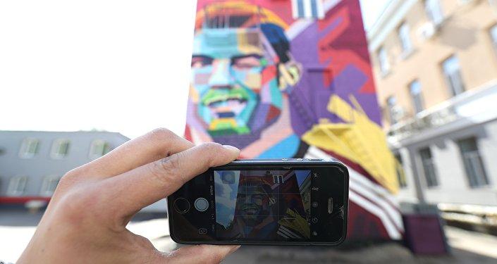 Una fotografia del murales dedicato a Cristiano Ronaldo a Kazan