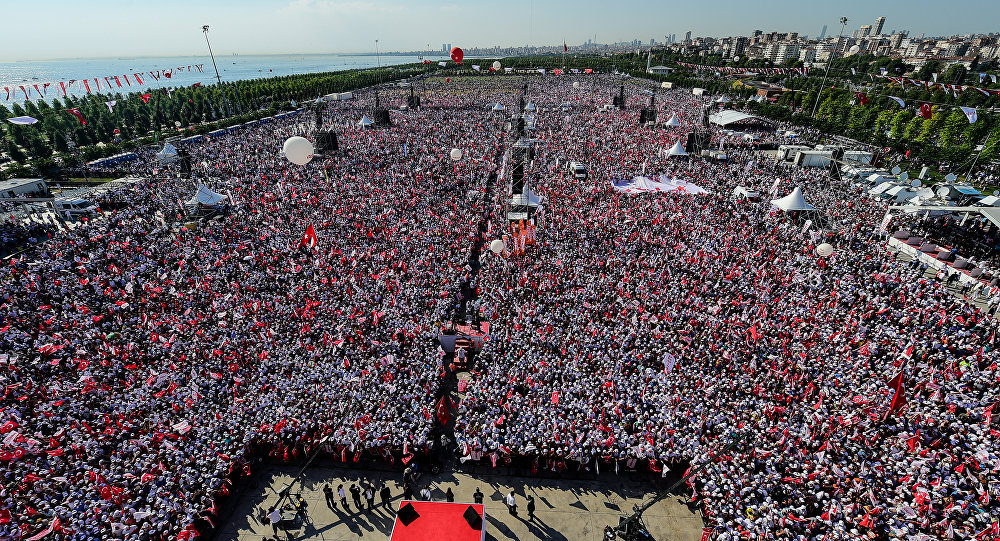 Manifestazione dell'opposizione anti-Erdogan ad Istanbul