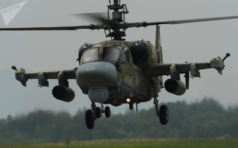 I voli di addestramento degli elicotteristi russi nel cielo di Vladivostok