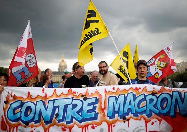 Proteste dei sindacati francesi al primo giorno di lavoro del nuovo parlamento, 27 giugno 2017