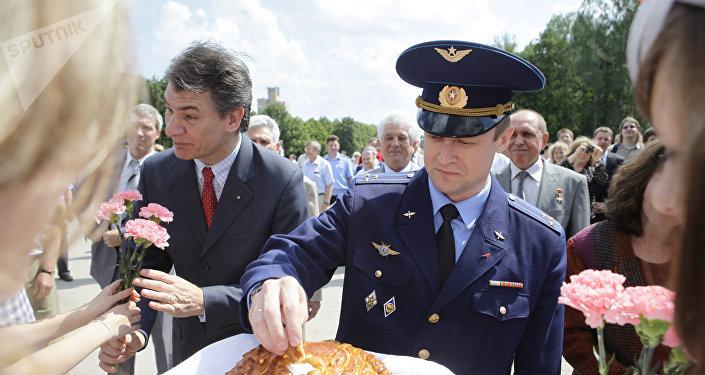 Paolo Nespoli ed il collega russo Sergey Ryazanskiy vengono accolti alla città delle Stelle