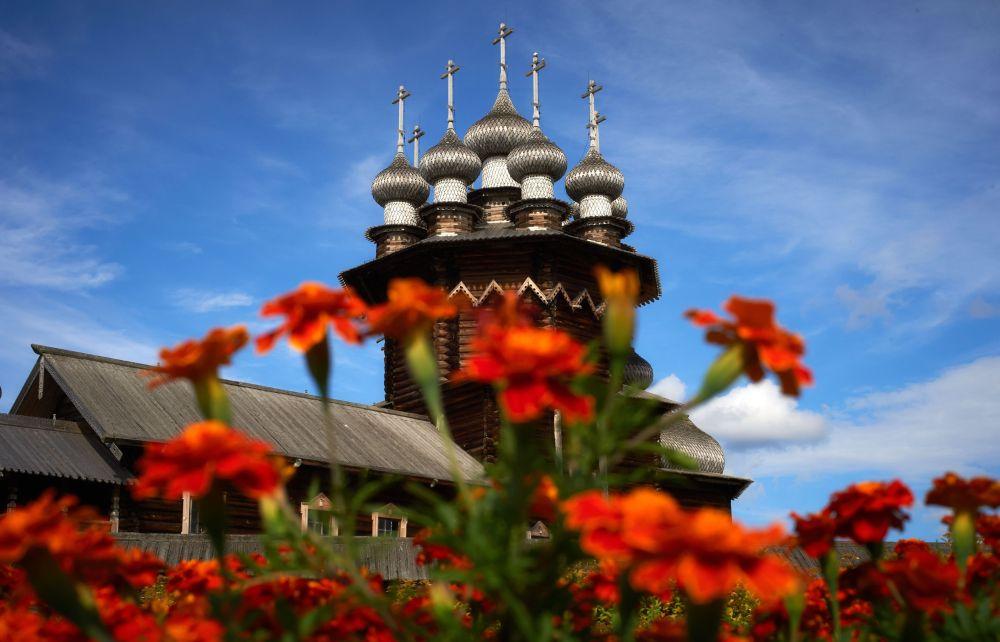 La chiesa della Resurrezione nel museo della tenuta di Kizhi