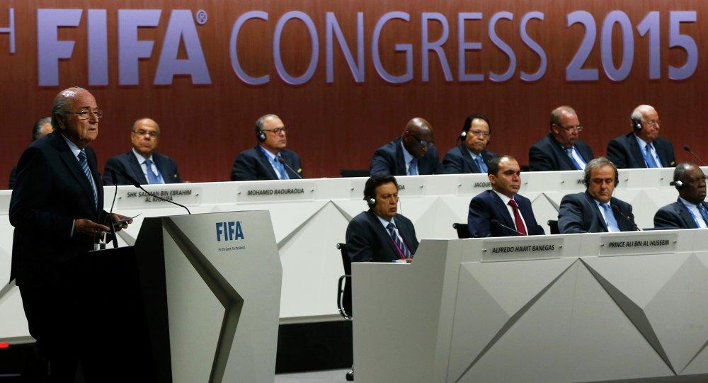 Il presidente della FIFA Blatter parla al congresso di Zurigo.