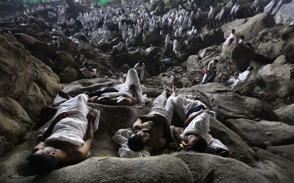 La fotografia dell'israeliano Ashraf Amra The annual muslims Hajj, 3° posto al Concorso Internazionale di fotogiornalismo in memoria di Anrej Stenin nella categoria Vita Quotidiana. Foto Unica