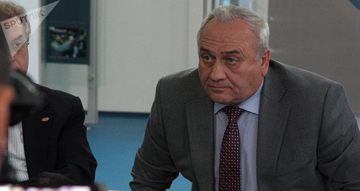 Il vicedirettore dello stabilimento Saturn Viktor Polyakov