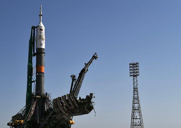 "Il razzo-vettore ""Soyuz-FG"" con la navetta ""Soyuz MC-05"""