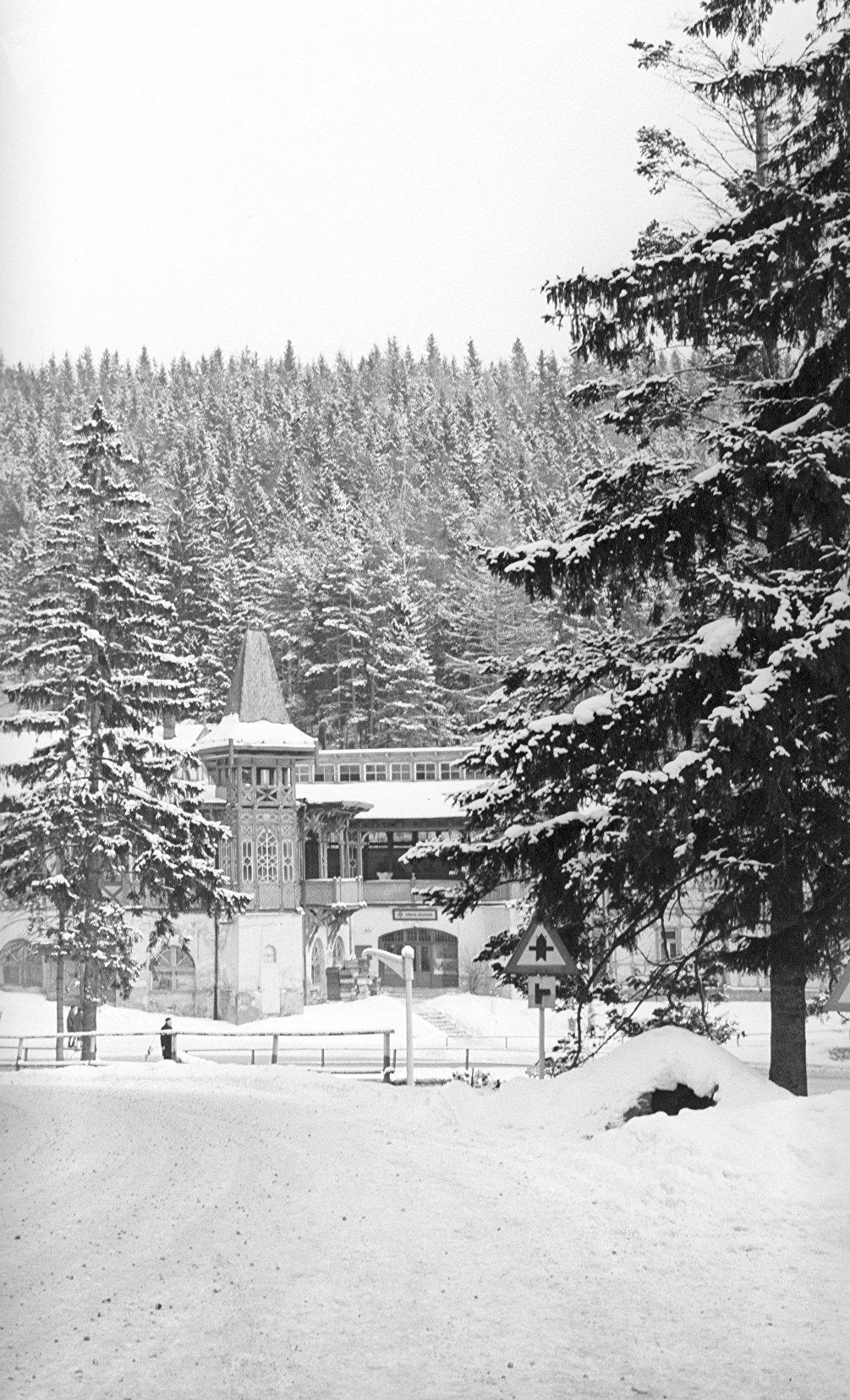 Un albergo nella località montana di Stariy Smokovec, inverno 1985