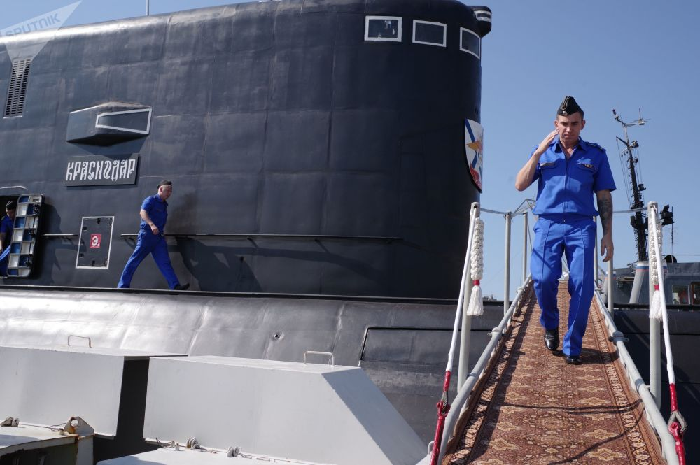 Il sottomarino diesel Krasnodar arriva a Sebastopoli