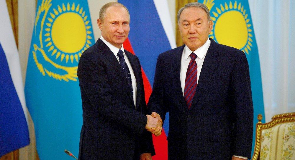I presidenti russo e kazako, Putin e Nazarbayev