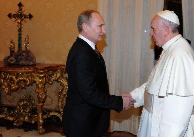 Incontro tra Vladimir Putin e Papa Franceso al Vaticano (foto d'archivio)